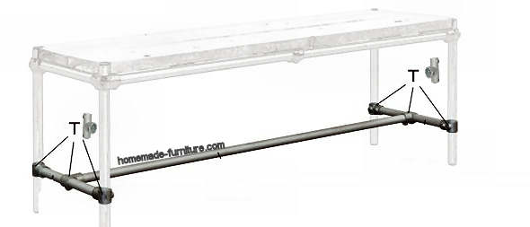 Support between the table sides, scaffolding tubes and clamps.