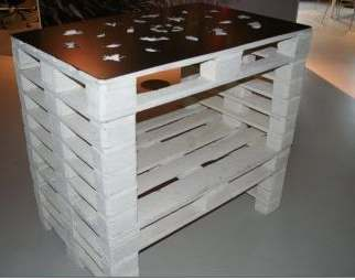 This high bar table was made from four pallets.