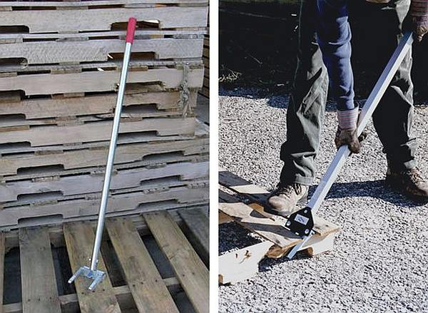 Breaker tool to dismantle pallets into planks and wood blocks.