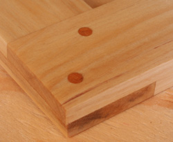 Overlap wood joinery with dowels.