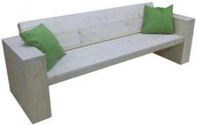 Lounge style garden bench, made with a free blueprint and instructions.